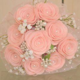 Bouquet con rose in pannolenci